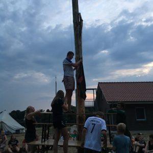 Minilager 2019: Aufhängen unseres Lagerbanners